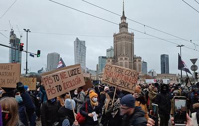 Организованные женским протестным движением антиправительственные акции проходят в Польше
