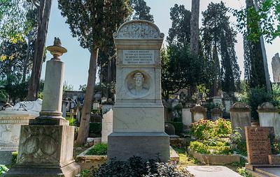 На римском некатолическом кладбище отреставрировали могилы Брюллова и Оболенской