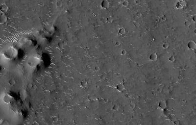 """Китайский аппарат """"Тяньвэнь-1"""" прислал новые фото с орбиты Марса"""