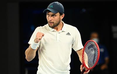 Карацев вышел во второй круг теннисного турнира в Дохе