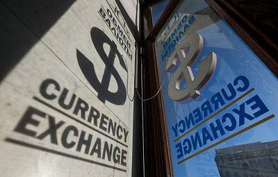 Эксперты: нефть не поможет рублю пробить отметку ниже 70 рублей за доллар до конца года