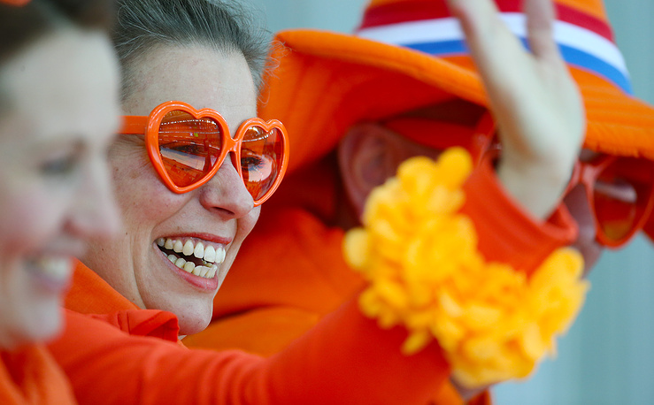 Dutch fans during the Men's 5000m Speed Skating event