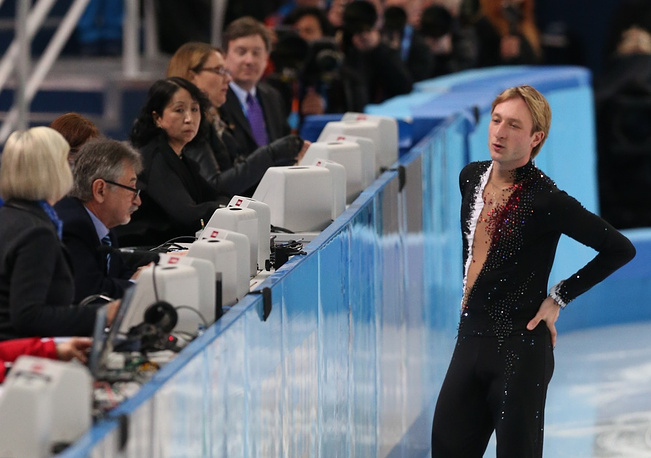 Russian figure skater Evgeni Plushenko has pulled out from the tournament due to a trauma