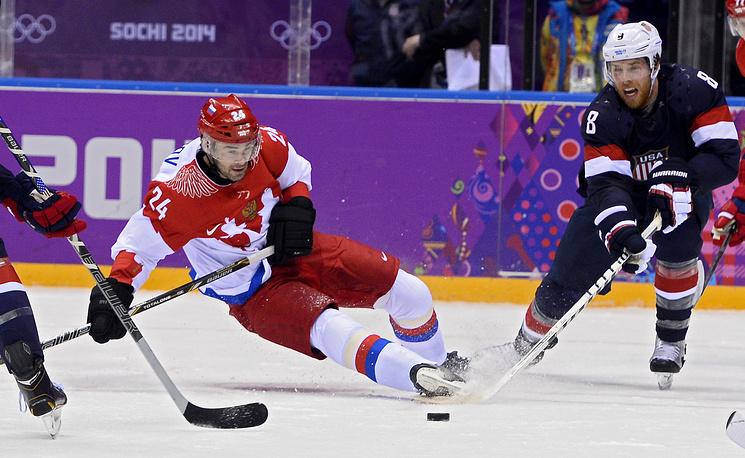 Joe Pavelski (R) of the USA and Alexander Popov (L) of Russia
