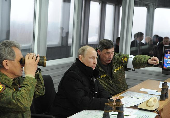 Russian President Vladimir Putin (center) overseeing military drills
