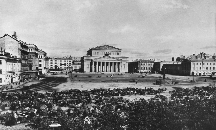 The current building was constructed on Teatralnaya square in Moscow and opened in 1825
