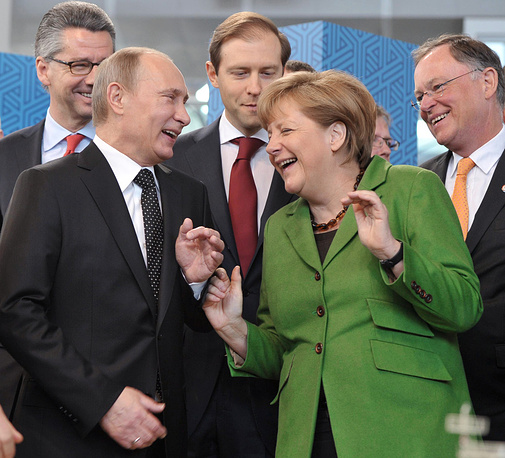 German Chancellor Angela Merkel (front right) and Russian President Vladimir Putin (front left)
