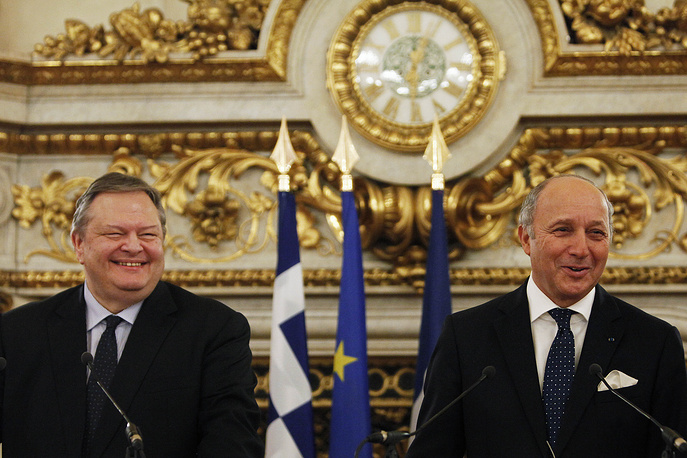 France's Foreign Minister Laurent Fabius (right) and his Greek counterpart Evangelos Venizelos