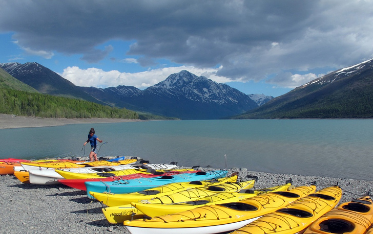 Сanoes for rent on the beach of Lake Eklutna
