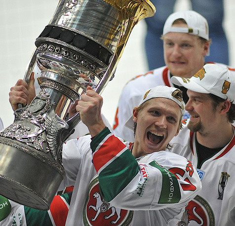 In 2010, Ak Bars Kazan won the Cup for the second time in a row. Photo: Ak Bars' Dmitry Kazionov with the Gagarin Cup