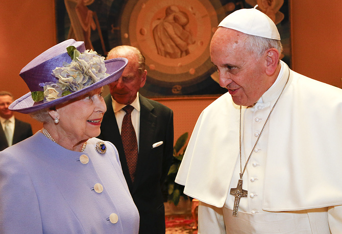 Britain's Queen Elizabeth II talks with Pope Francis at the Vatican