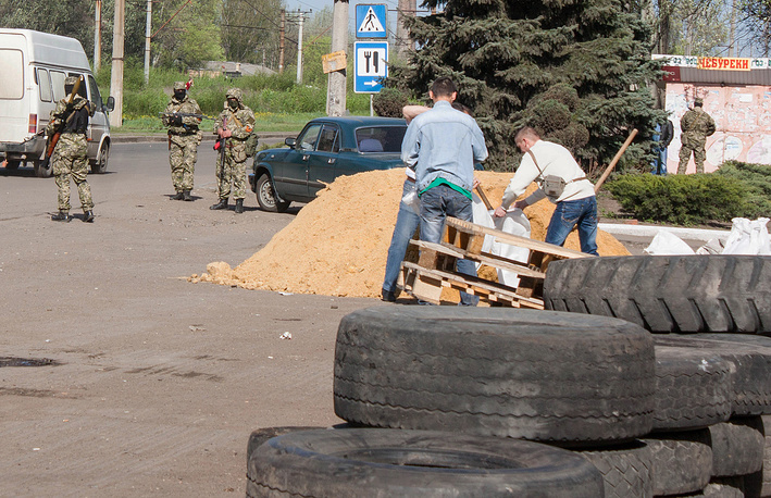 Local residents build barricades at the city hall in Kostiantynivka