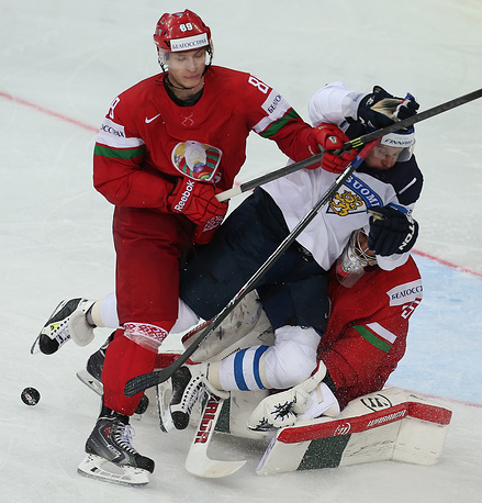 Belarusian Dmitri Korobov, goalie Kevin Lalande (L-R red) defend against Finland's Leo Komarov