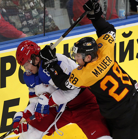 Alexander Ovechkin (L) of Russia and Germany player Frank Mauer