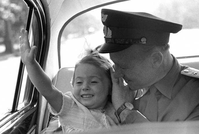 Alexei Leonov with his daughter Oksana in 1964