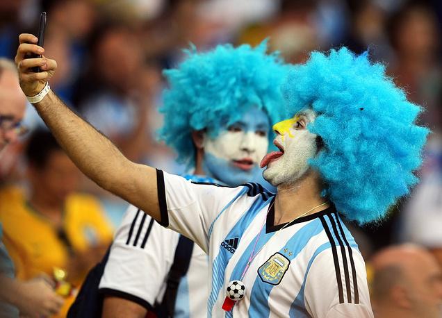Argentina supporter makes a selfie