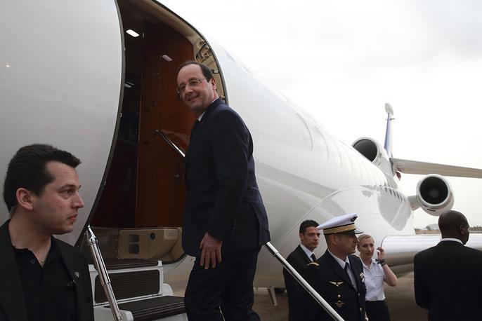 French President Francois Hollande in Nigeria's Abudja airport in 2014