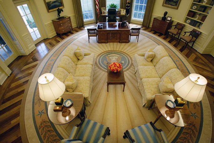 Excursions to the White House have become a 'must' during a visit to the US capital. Foreigners willing to visit the White House can get the necessary  information at their country's embassy in Washington. Photo: the Oval office