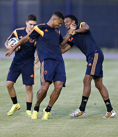 Colombian national team players Fredy Guarin (C), Juan Quintero (L) and Juan Cuadrado (R) during a training session
