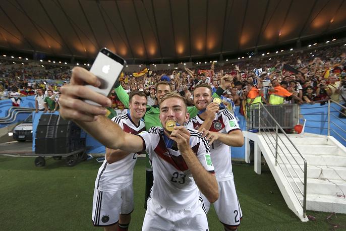 German footballers make a selfie with their gold medal