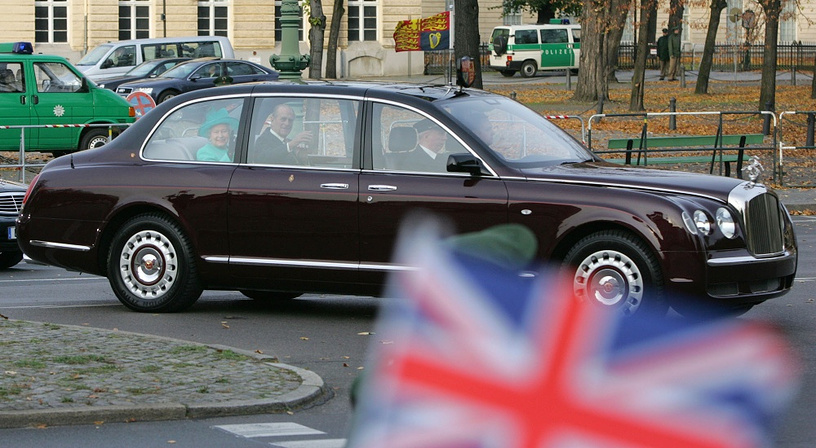 Brithish Queen Elizabeth sticks to the Bentley State Limousine, created in two copies specially for her in 2002