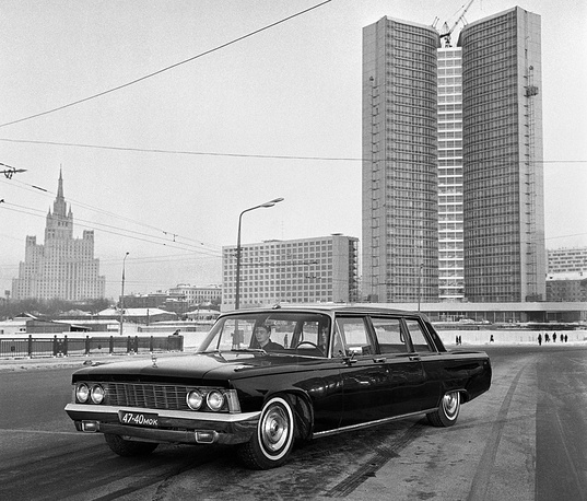 Leonid Brezhnev (leader of the USSR 1964-1982) first used a hand-assembled ZIL-114 (photo) and from 1976 to 1982 he was driven in a ZIL-4104 (Zil-115)