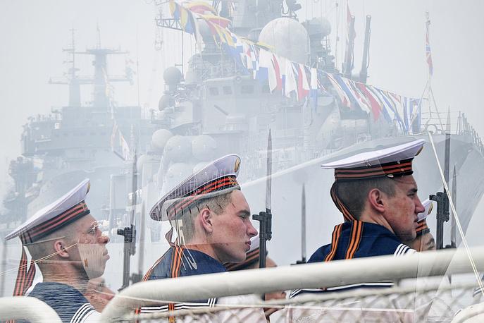 The crew of the Russian cruiser Varyag in Vladivostok