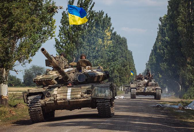 Ukrainian tanks drive near a village some 15 kilometers from Donetsk