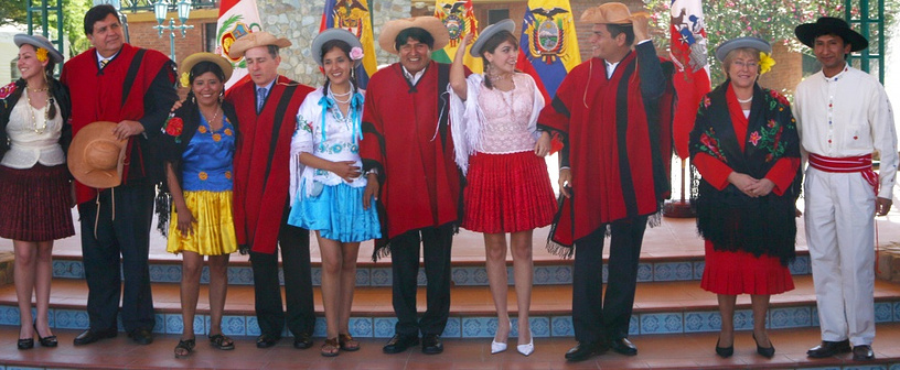 Presidents of Peru, Colombia, Bolivia, Ecuador, Chile wear traditional Bolivian clothes in 2007