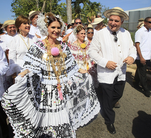 Panama's Ricardo Martinelli (president in 2009-2014), and his wife, Marta Linares de Martinelli, wear traditional costume