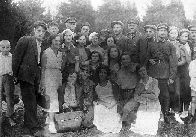 On September 7, 1918 the government presidium resolved to rename Petrograd Telegraph Agency and the Press bureau into the Russian Telegraph Agency (ROSTA). Photo: ROSTA emloyees in 1924