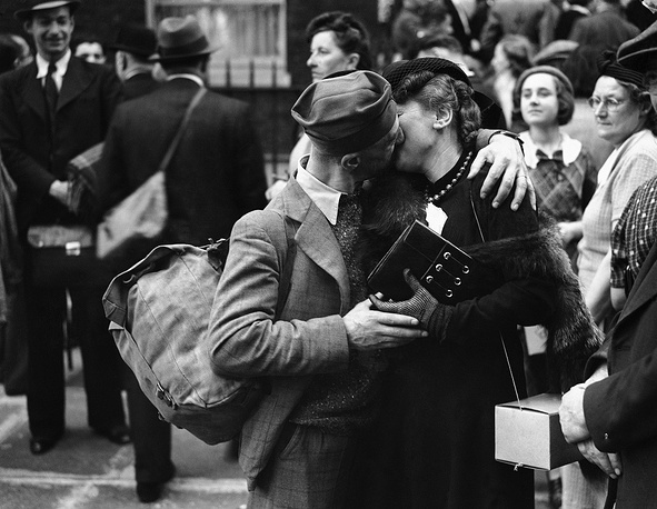 A woman bids farewell to her French friend before his departure to France on September 6, 1939