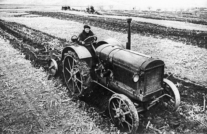 Tractor driver Praskovya Angelina, 1933