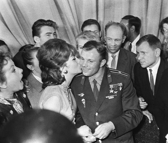 II International Moscow Film Festival. Italian actress Gina Lollobrigida kissing Soviet cosmonaut Yuri Gagarin, 1961