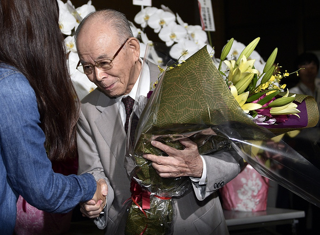 Photo: Meijo University Professor Isamu Akasaki receives a flower bouquet upon his arrival at the university the day following the Nobel Prize in Physics announcement in Nagoya, Japan, 08 October 2014