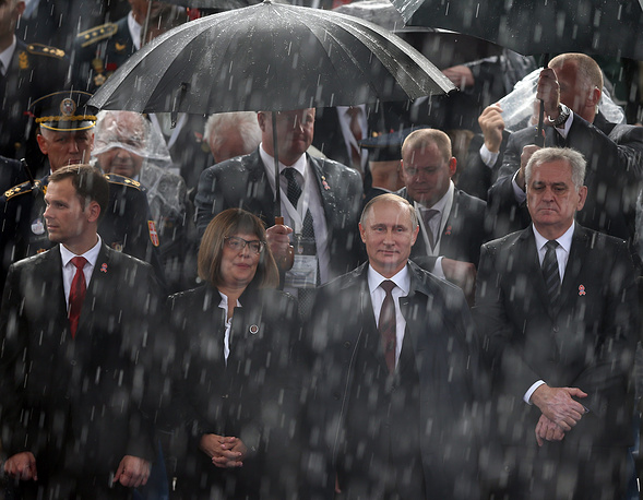 Vladimir Putin and Tomislav Nikolic attend a military parade in Belgrade, Serbia, 16 October 2014