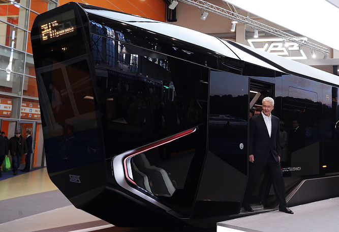 New generation R1 tram from Ekaterinburg was presented during ExpoCityTrans 2014 exhibition in Moscow. This futuristic looking low floor tram is planned to be tested next year