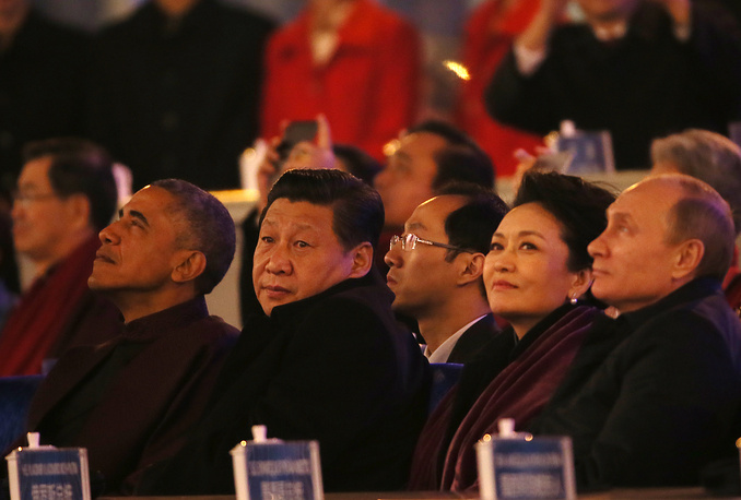 After a reception in honour of the participants of the forum, China's President Xi Jinping invited his guests outside to watch a massive fireworks show