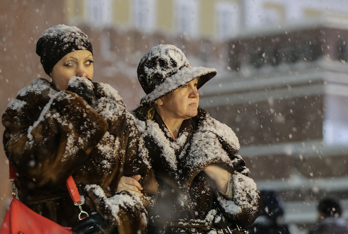 Photo: Women walking in the snow in Moscow's Red Square