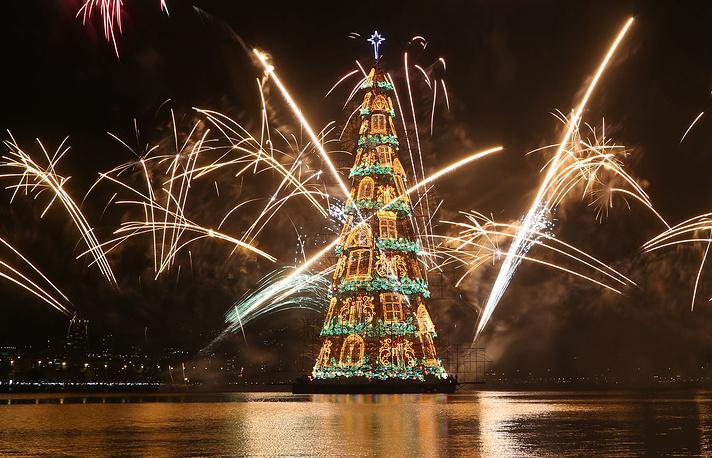 World's highest floating Christmas tree in Rio de Janeiro, Brazil