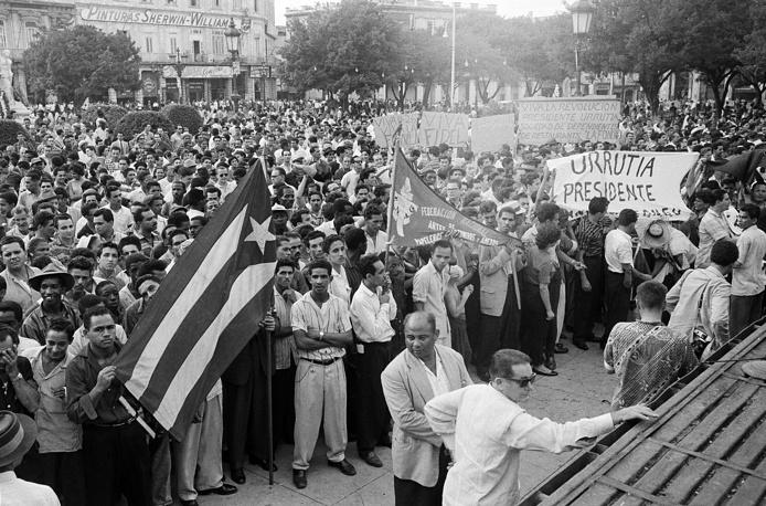 Photo: Supporters of Fidel Castro in Grand Central Park in Havana, 1959