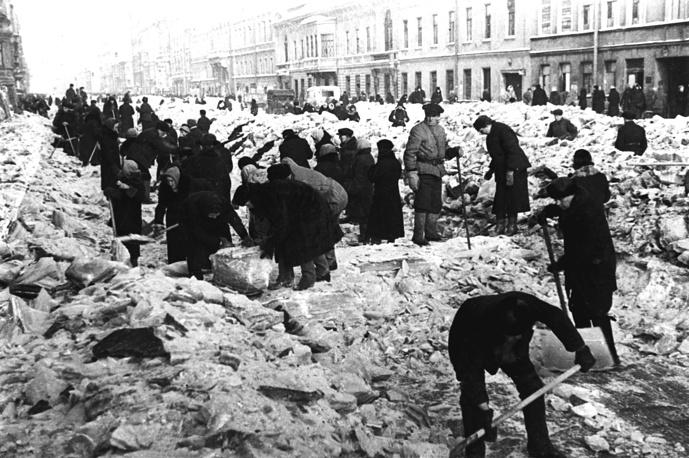 Residents cleaning snow on Nevskiy prospekt