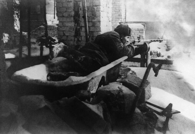 Soviet soldier during shelling in Stalingrad, 1942