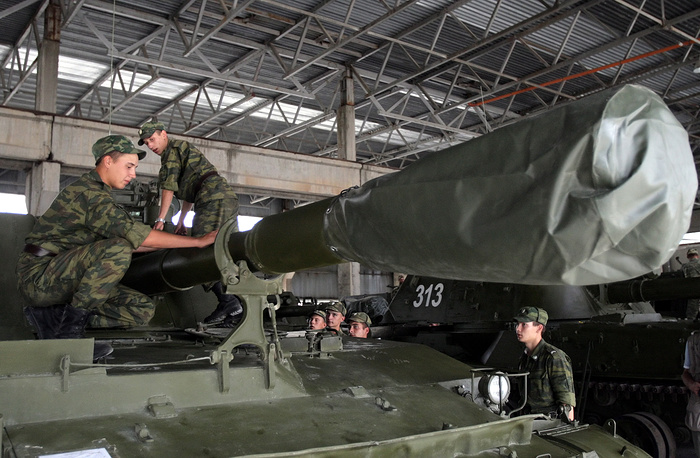 4th Guards military base of Russian forces in South Ossetia. Photo: Soldiers work on a tank in a Russian military base in Tskhinvali, South Ossetia, 2009