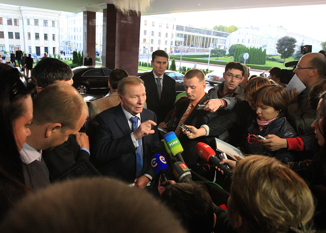 Talks of Contact Group on Ukraine in Minsk lasted for 6 hours on September 19, 2014. As a result a memorandum was adopted to outline the parameters for the implementation of commitments on the ceasefire in Ukraine. Photo: Former president of Ukraine, Leonid Kuchma talking to journalists in Minsk