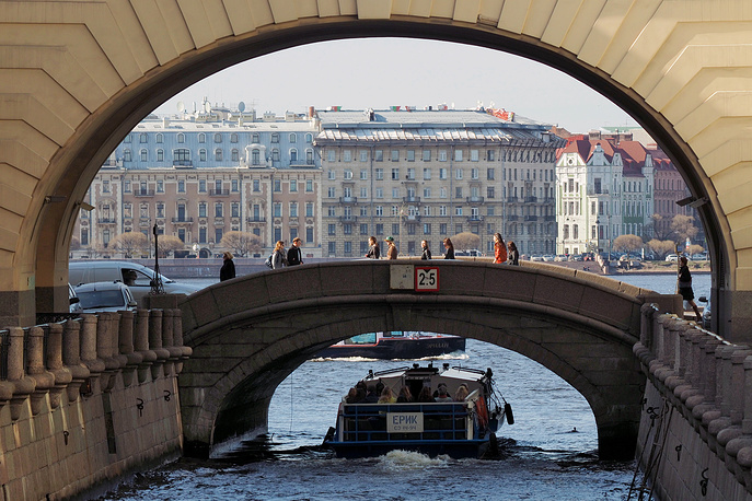 Saint Petersburg, Winter Canal connecting Neva with Moika River