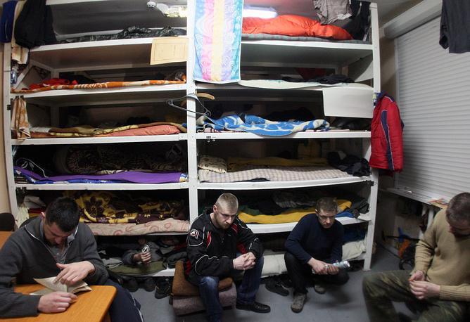 Ukrainian war prisoners held by militias