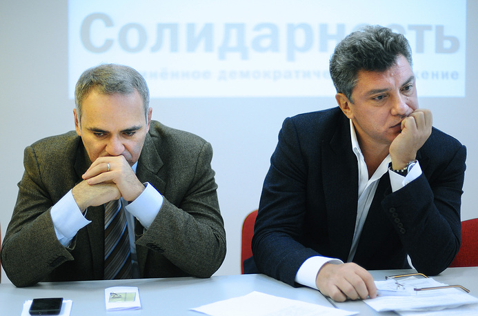 Boris Nemtsov was a co-founder of the political opposition movement Solidarity with Gary Kasparov (left)