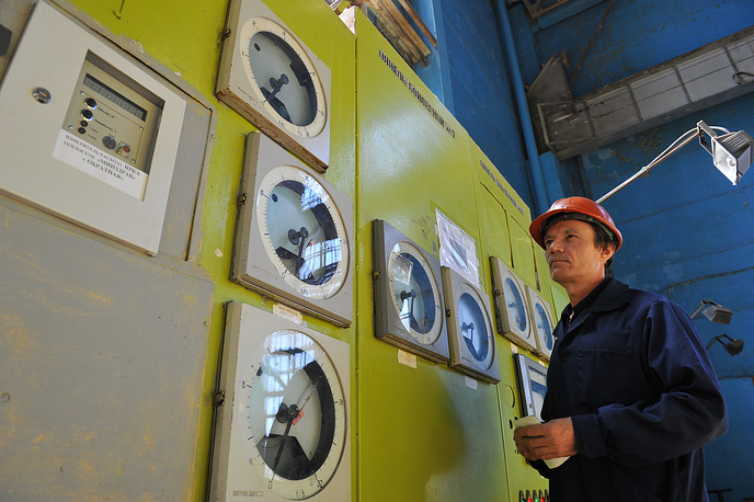 Russia's special federal program allocates 49 billion roubles for the development of Crimean energy infrastructures. Photo: A worker at the Simferopol thermal power station