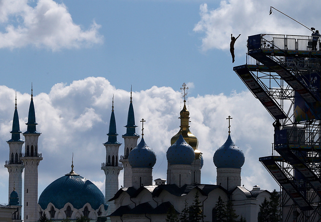 France's Cyrille Oumedjkane competing in the men's 27m high diving preliminary round at the 16th FINA World Championships, August 3